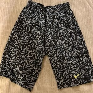 Boys Medium Nike shorts